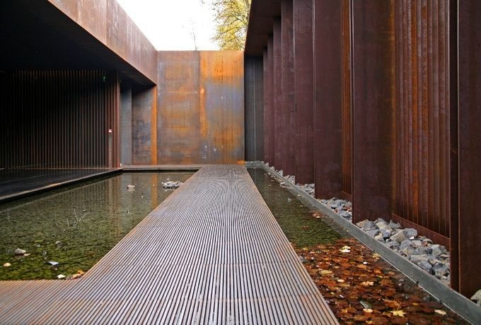 « Un jour, en cherchant le noir, j'ai perforé la planche ». Musée Soulages, Rodez - D'architectures