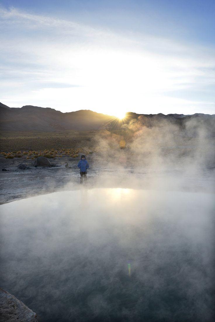 Tatio Geyser, Atacama, Chile   Auringonnousu 4300 metrin korkeudella Andeilla, -10 asteen pakkasessa, tulikuumien geysirien keskellä - jää mieleen.   http://www.exploras.net/uudet-tekstit/#/10-ikkunaa-atacamaan-chileen/