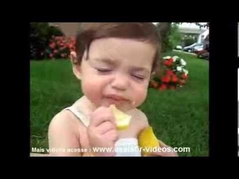 """Assistir Vídeos 2014 : Veja agora no vídeo abaixo a reação dessas crianças experimentando o limão pela primeira vez graças a seus pais """"super legais"""". Mais vídeos engraçados 2014 acesse o site : http://engracados.assistir-videos.com Tags do vídeo : Videos de crianças chupando limão, Assistir Videos Engraçados 2014 , Os melhores videos do youtube, Bebês chupando […]"""