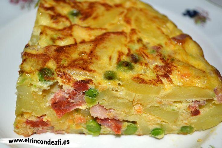 Tortilla de verduras con chorizo y bacon.