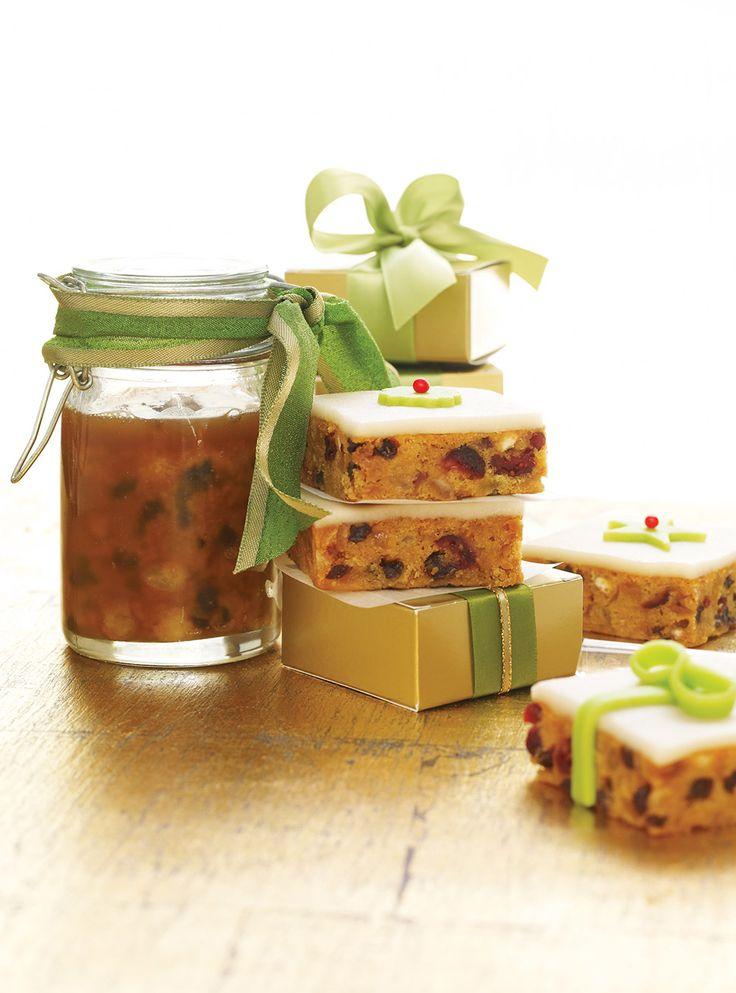 Recette de plum pouding en pot. Dessert de Ricardo. Ingrédients de la recette: raisins de Corinthe, chapelure, agrumes confits, vin Marsala, farine, suif. ...