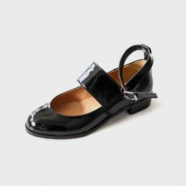 [Enamel Strap Flats: Black] Faux leather #flats featuring an adjustable ankle strap. Round toe. #koreanshoes #blackshoes #flatshoes #enamel #enamelshoes #sandals