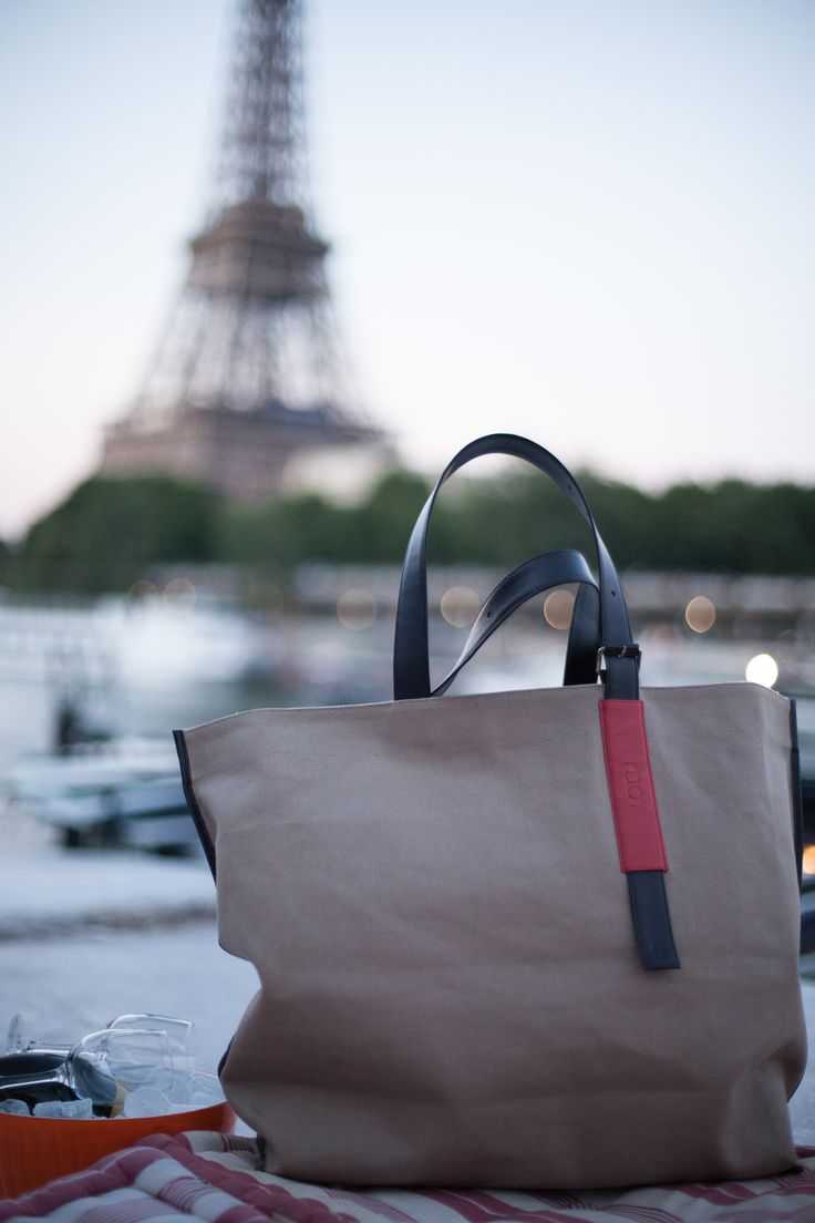 Practice Tote LATY. Cool, Chic & Sturdy Bo tote bag made in canvas and leather ideal to carry your yoga mat and/or for shopping Adjustable leather straps, inner pocket. Available in Beige and Black #yogabag #yogapracticebag #yogamatbag #carryyogamat #urbanbag #canvasbag #totebag