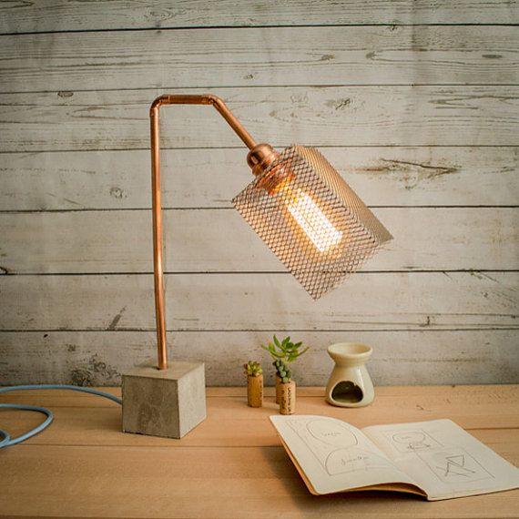 Lámpara mesa industrial cemento cobre Lámpara por EunaDesigns