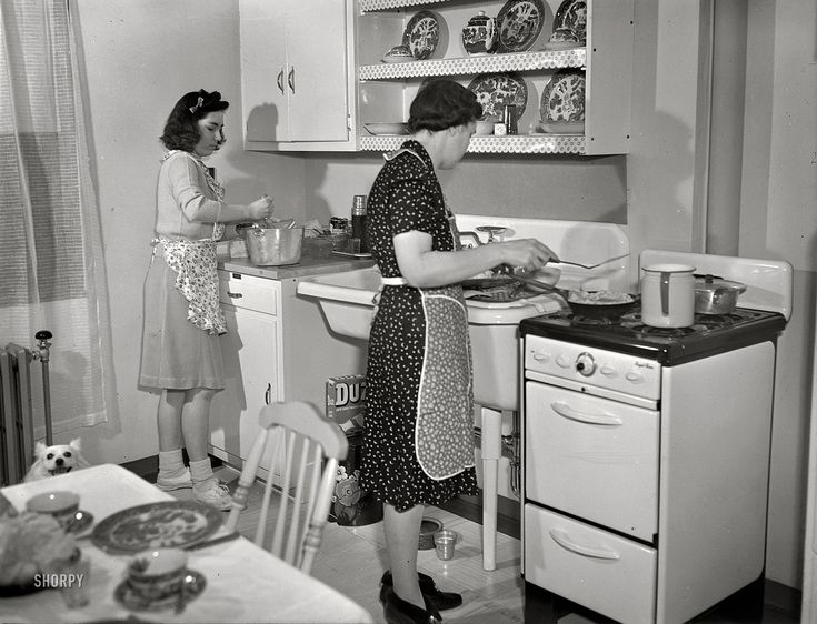 Modern Kitchen: 1942