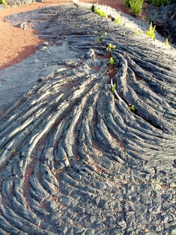 Photo gallery of sights and attractions to see while visiting Hawaii Volcanoes National Park.