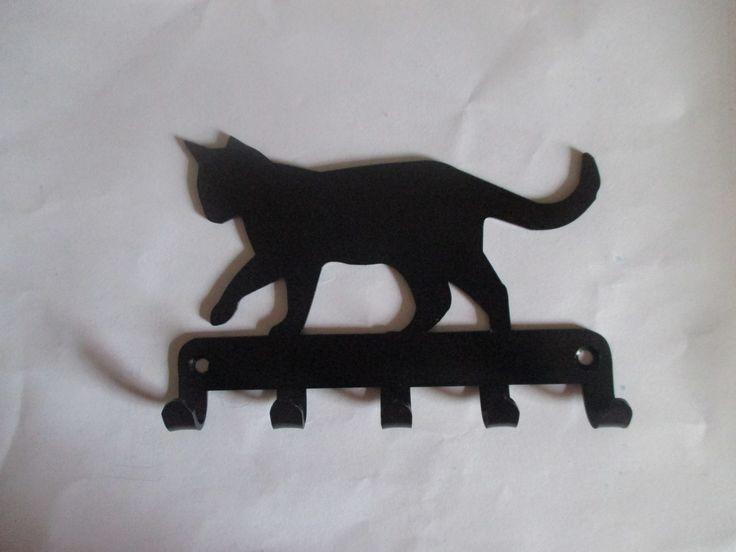 Wieszak na klucze z kształtem kota. Świetny pomysł na prezent.  #kot #cat #design #prezent