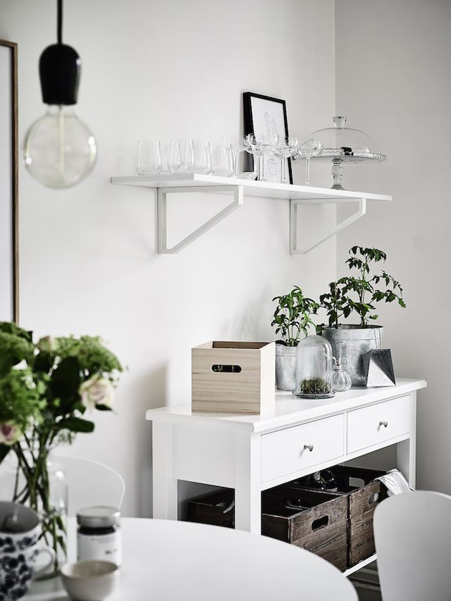 Harmony and balance in a Swedish home with green accents