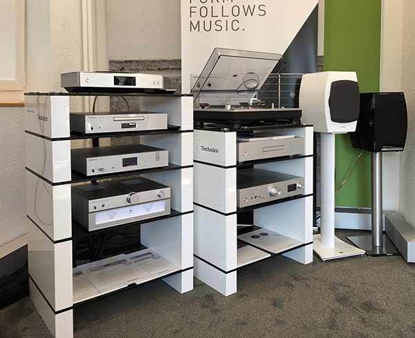 Technics-Dealer-Demo-with-White-Gloss-STAX-HiFi-Stands