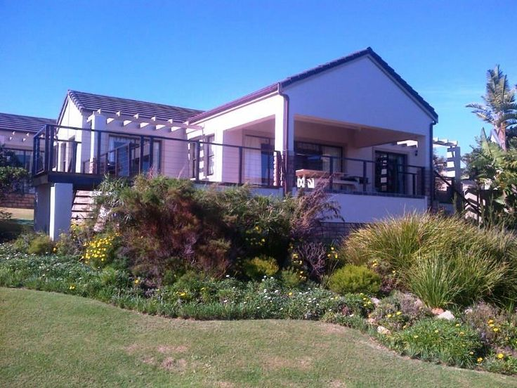 Wine & Sea Guest Villa - Overlooking the spectacular 13th fairway on the Pezula Golf Estate, Knysna, this Villa's prime position affords breath-taking views of the ocean and majestic cliffs. Stylishly decorated and serviced with ... #weekendgetaways #knysna #gardenroute #southafrica