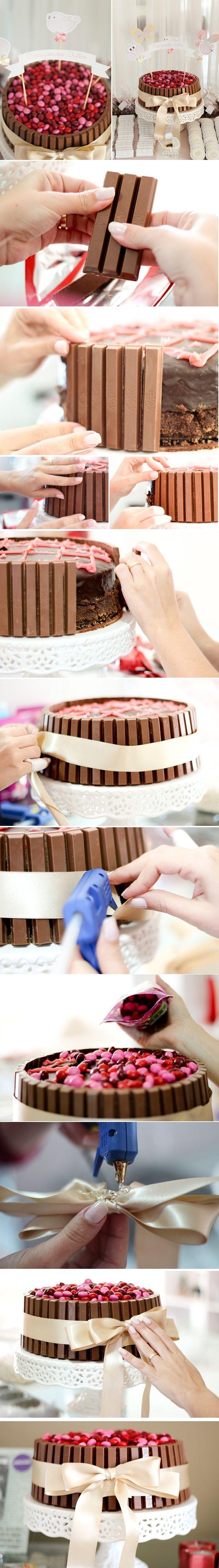 DIY Bolo KitKat e M&Ms. DIY detalhado aqui: http://blog.tuty.com.br/2013/01/dica-diy-bolo-de-kitkat.html