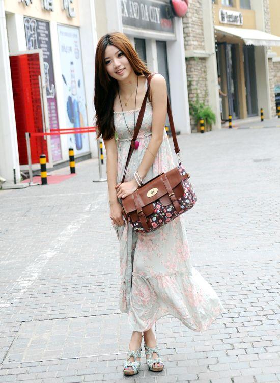 El accesorio que no te puede faltar... precioso bolso floral! Perfecto para la ocasión que desees y con el que lucirás sofisticada y siempre llamativa.  Precio: $ 80.000 Tamaño: Medio (30 - 50cm) Estilo: casual - moda