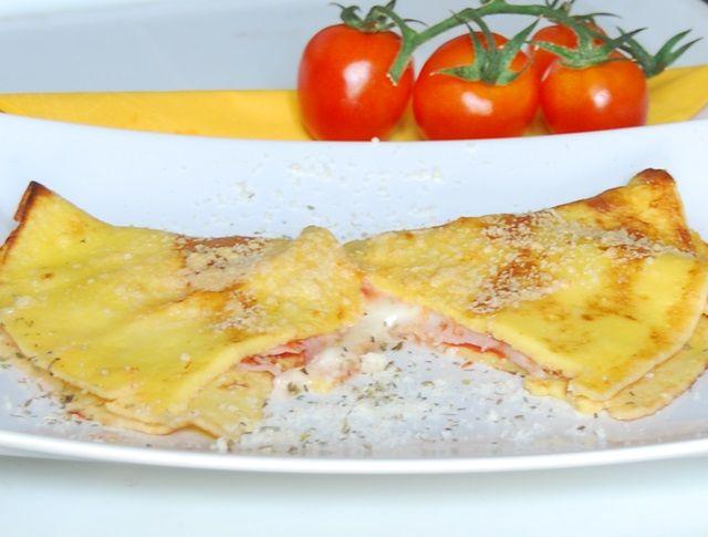 Crespelle mozzarella, pomodoro e origano