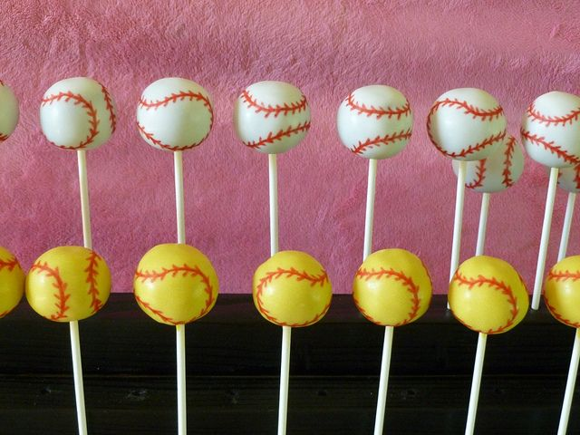 baseball cake pops. This will be my opening day treat :)