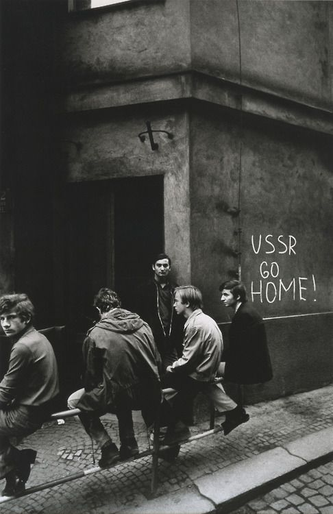 Josef Koudelka, Prague ,1968. - 'In August 1968 the Magnum photographer Josef Koudelka documented the Soviet invasion of Czechoslovakia's capital. http://www.pinterest.com/pums03/josef-koudelka/