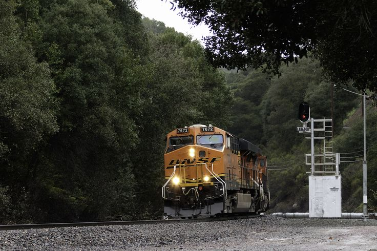 https://flic.kr/p/R6WgGp | Out of the Tunnel, Into the Rain | BNSF 7672 East rounds the bend out of tunnel 3 at a crawl due to flash flood warnings in the area