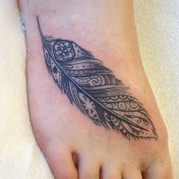 25+ Beste Ideeën Over Veer Tattoo Voet Op Pinterest