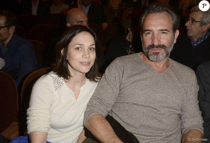 """Nathalie Péchalat avec son compagnon Jean Dujardin à la générale de la pièce """"L'être ou pas"""" au Théâtre Antoine à Paris le 21 mars 2016."""