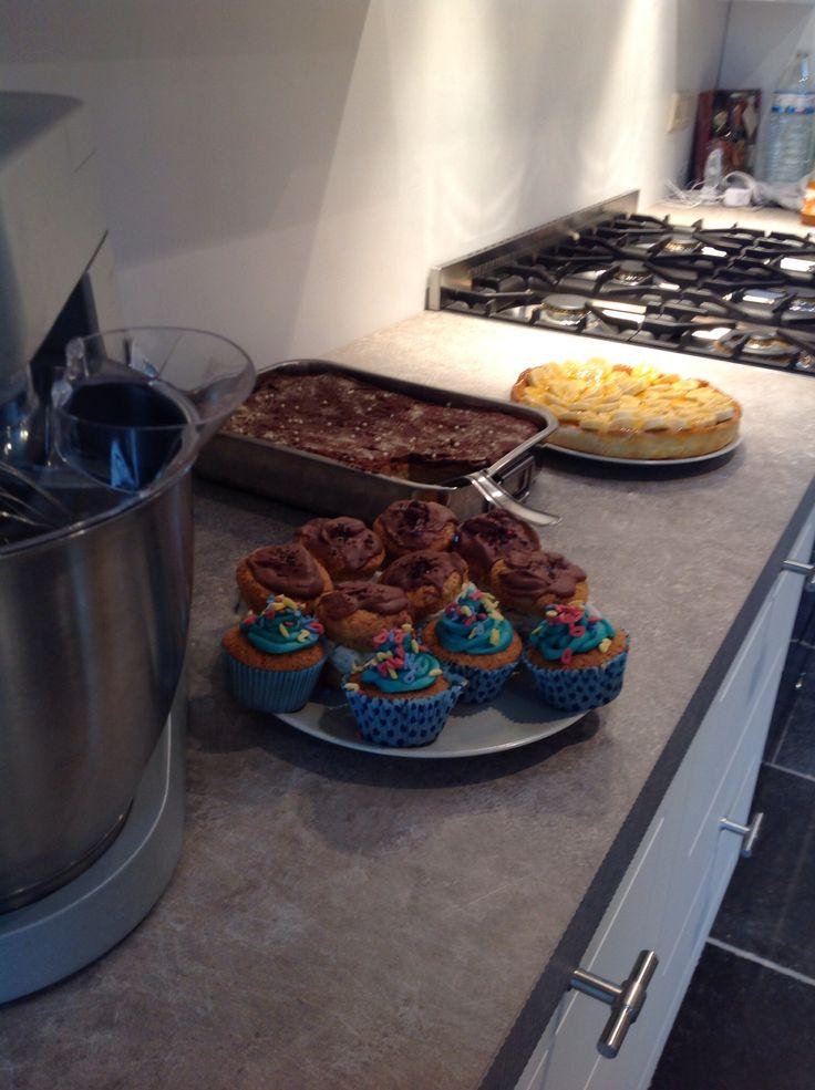 Blue birth'day cupcakes, stuffed oreo cupcakes, broodpud en bananenvlaai