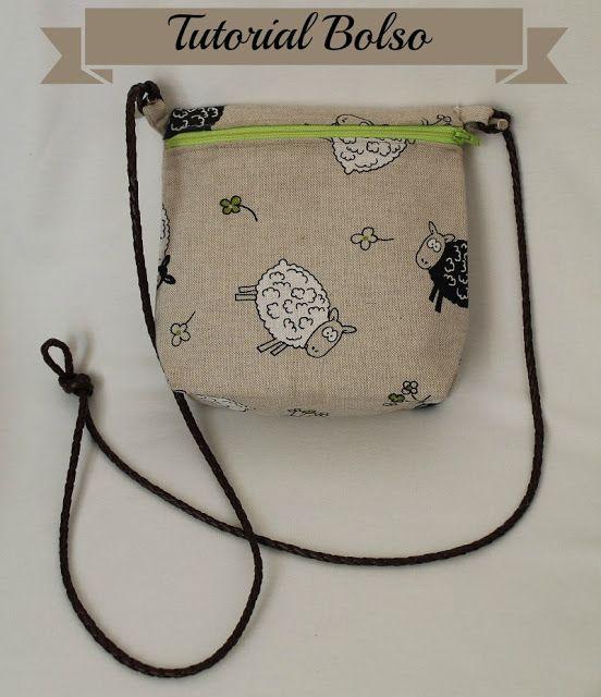 Bolso pequeño con cremallera / Little zippered messenger bag