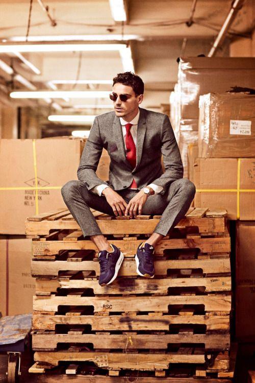 スーツにエアマックス。