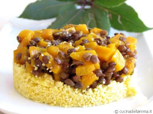 Zucca al curry e lenticchie su cous cous di mais