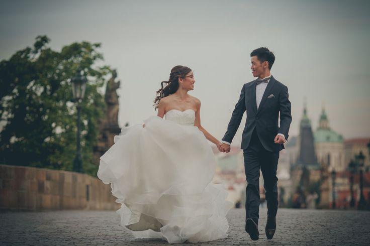 Pre Wedding Best of in Prague: The Charles Bridge: http://pragueweddingphotography.com