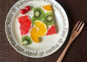 フルーツオープンサンドとはパンにクリームを塗ってからフルーツを並べ、カットしたサンドイッチのこと♩インスタで大人気のフルーツオープンサンドの可愛い作り方を真似しちゃおう*