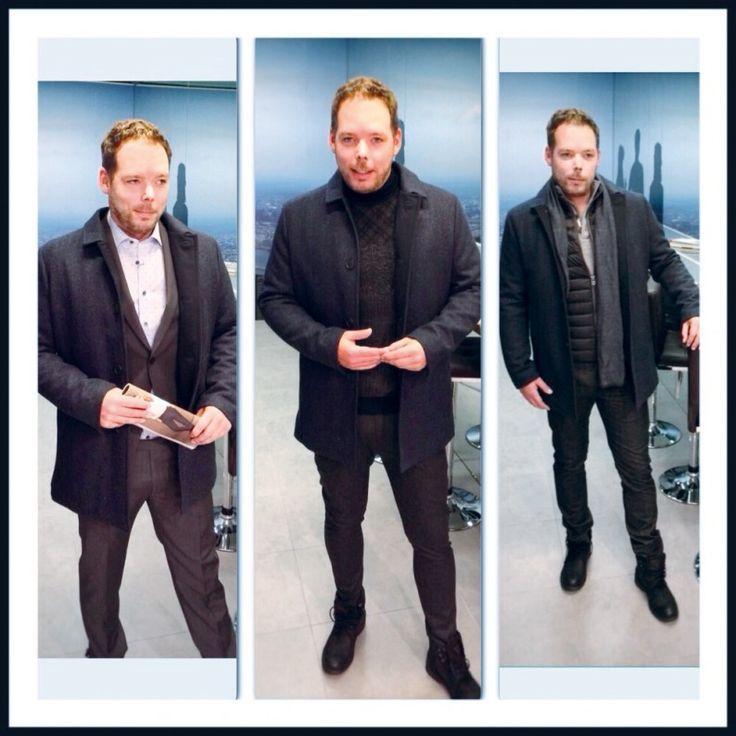How to wear #KURZMÄNTEL: Mantel: Selected/Homme -  Carsten trägt dazu (v.l.): Anzug: Cinque - Hemd: Olymp - Schuhe: Replay - Joggpants: Drykorn - Rollkragenpullover: Bugatti - Schuhe: Replay - Hose, Pullover & Schal: Tommy Hilfiger - Weste: Colmar - Schuhe: Replay #fashion #stylingtutorial