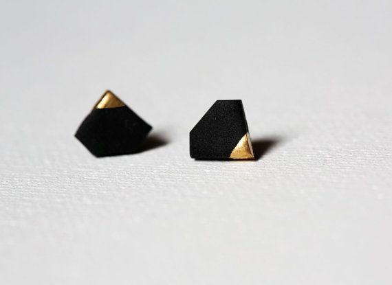Oro negro cruce pequeño forma herretes de diamantes, joyas de diamantes, pendientes de diamante, oro negro sumergido, pendientes geométrica