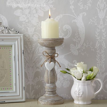 Candles are an inexpensive but effective accessory to your shabby chic interior