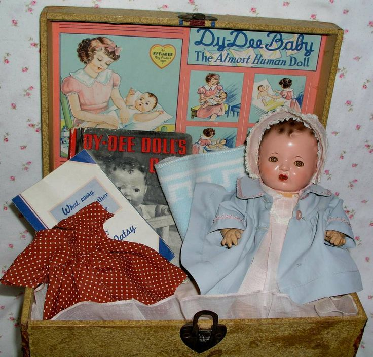 1937 Mold 1 - Effanbee DY-DEE Doll in Trunk -- Complete Layette including bonus copy of 'Dy-Dee Doll's Day' Book