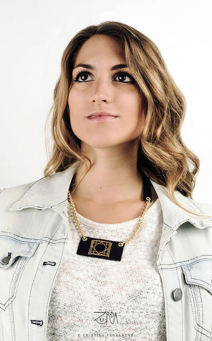 Collar Noche, diseñado por Zurda. Modelo: Sara Belmonte. #Zurda #collar #necklace #bisutería #bijou #diseño #design #Terrenal #AW1415