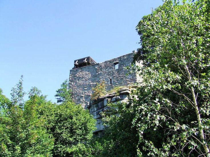 Der Epprechtstein mit seiner Burgruine gehört zum Forstbetriebs Selb, der für die Erhaltung der Burgruine zuständig ist. Mit Förderung durch das Amt für Landwirtschaft und Forsten wurde 2007 die Mauerkrone gegen eindringendes Wasser geschützt.