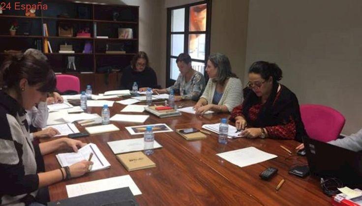 Las artistas Ana Escribano, Gloria Santacruz y Ester Gandía, premios «Amalia Avia»
