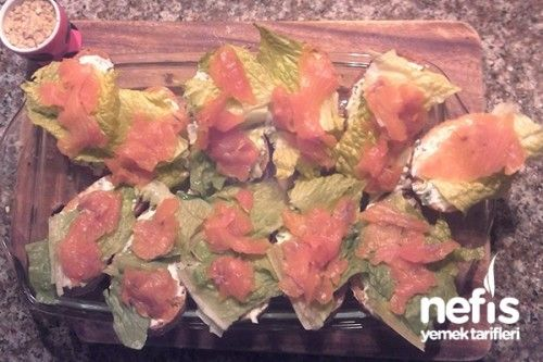 Peynir Soslu Füme Somonlu Ekmekler Tarifi