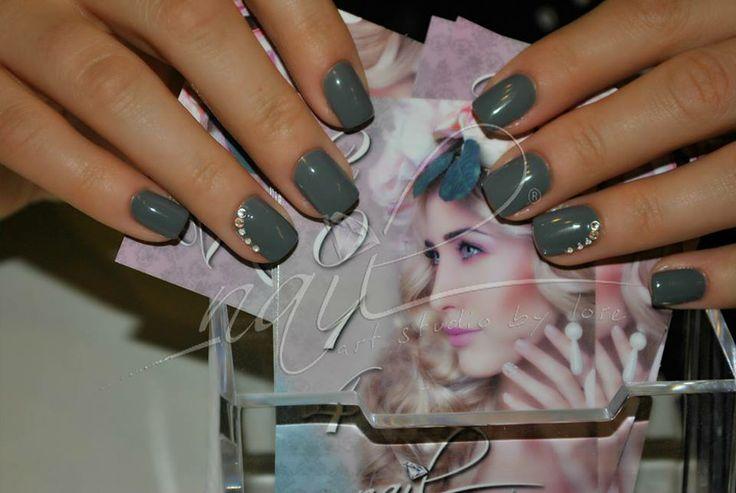 olive manicure