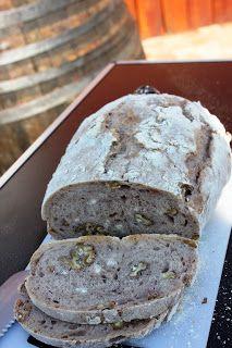 Tanulj meg sütni!: Ünnepi diós-vörösboros kenyér (DNK)