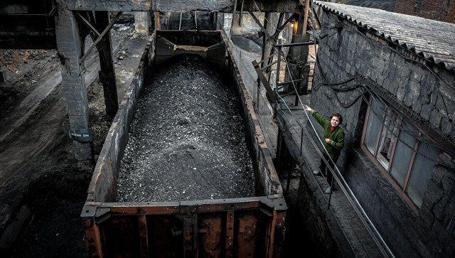 Украину не видно: украинцам отключат свет из-за торговой блокады Донбасса   http://da-info.pro/news/ukrainu-ne-vidno-ukraincam-otklucat-svet-iz-za-torgovoj-blokady-donbassa  Накануне кабмин решил ввести чрезвычайное положение в энергетике Украины. Меры, которые были приняты, позволят правительству страны в ручном режиме руководить процессом производства и потребления электроэнергии в условиях дефицита угля из-за торговой блокады в Донбассе. Запаса антрацита согласно «специальному режиму»…