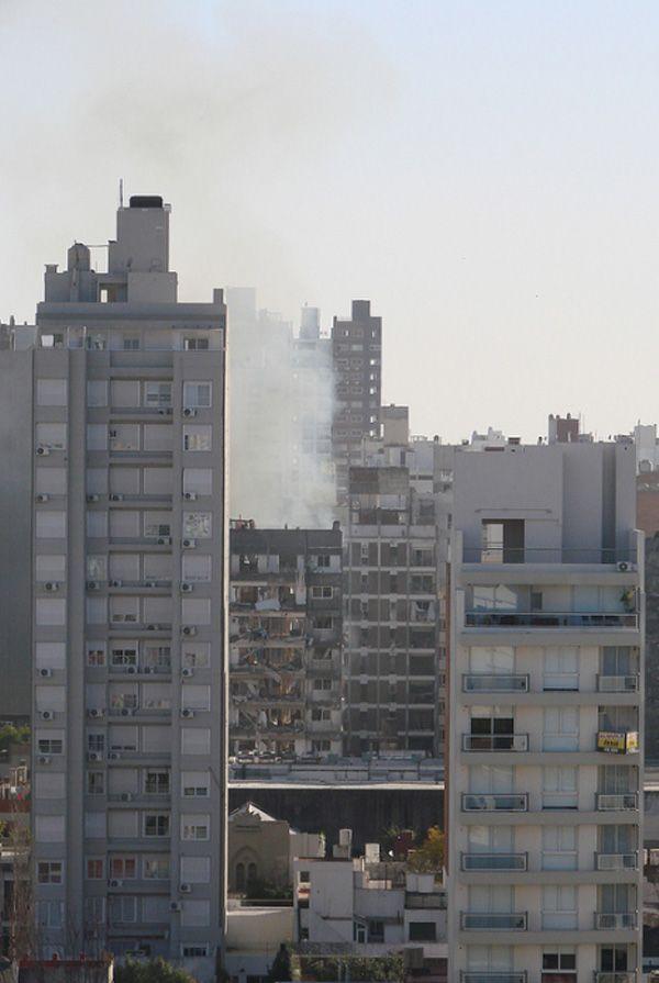 #Rosario: Una tremenda explosión ocasionó graves daños y, al menos, ocho heridos. Mirá las impactantes imágenes en http://www.diariopopular.com.ar/c165256