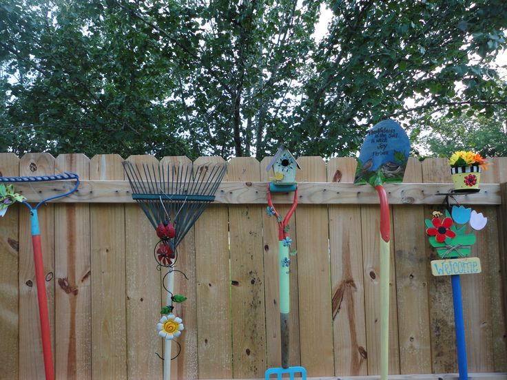 9 best images about privacy fence decor on pinterest for Garden fence decorations