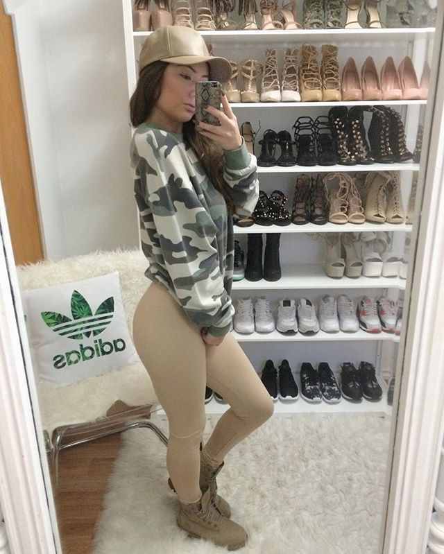 Camo  Leather cap @hollywoodboutique Camo Crewneck @hm  Nude leggings @gojane  Timbs @timberland @champssports  #ootd #camouflage #nudestyles #khakistyles #khakiobsessed #timbs #timberland #nude #GoJane #fashion #hm