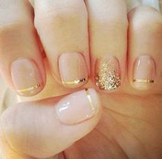 Manucure peau et or. - Manicure nude and gold.                                                                                                                                                                                 Plus