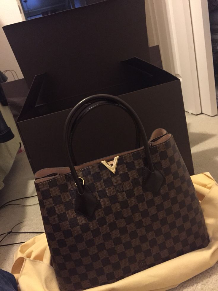 Louis Vuitton Kensington in Damier