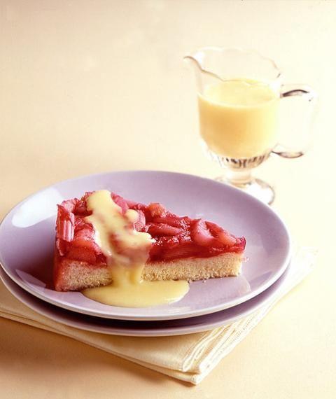 Rhabarberkuchen mit Vanillesauce - [ESSEN UND TRINKEN]