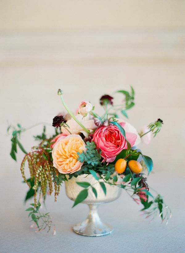 Botticelli-inspired centerpiece and great modern Renaissance wedding inspiration. Wonderful choice in flowers