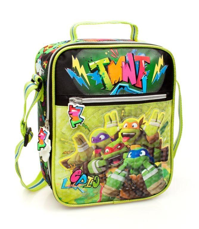 Ninja Turtles - Koel - Lunchtas - 29 cm hoog - Groen  De Ninja Turtles koel lunchtas is voorzien van een print met daarop jouw Ninja Turtles helden Raphael Donatello Leonardo en Michelangelo. In de koel lunchtas kan jij jouw eten en drinken bewaren en de tas zorgt ervoor dat jouw eten en drinken koel blijft. De tas is 29 cm hoog gekleurd in het Groen. De koel lunchtas beschikt over 2 vakken met ritssluiting. De tas is voorzien van een schouderband en een handvat.  Kenmerken:  Ninja Turtles…