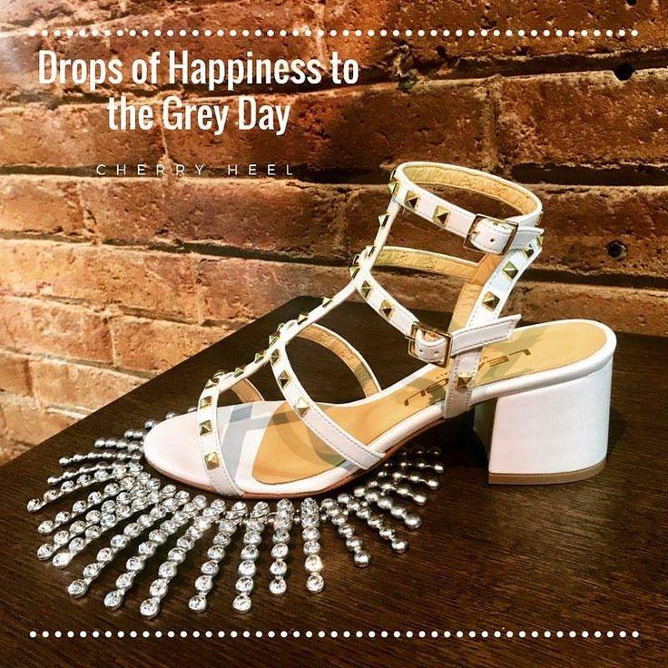 ☀️Let's Live Today as the Best Day! ☀️ 💗Happy Saturday, Dear Friends! 💗 #CherryHeel #luxury #boutique #Barcelona #saturday #happy #moodoftheday #white #sandals #madeinitaly #necklace #eixample #shopping #experience #fashion #shoes #musthave #decompras #sabado #feliz #барселона #шоппинг #лето2017 #август #итальянскиебренды #обувь #босоножки #испания #мода