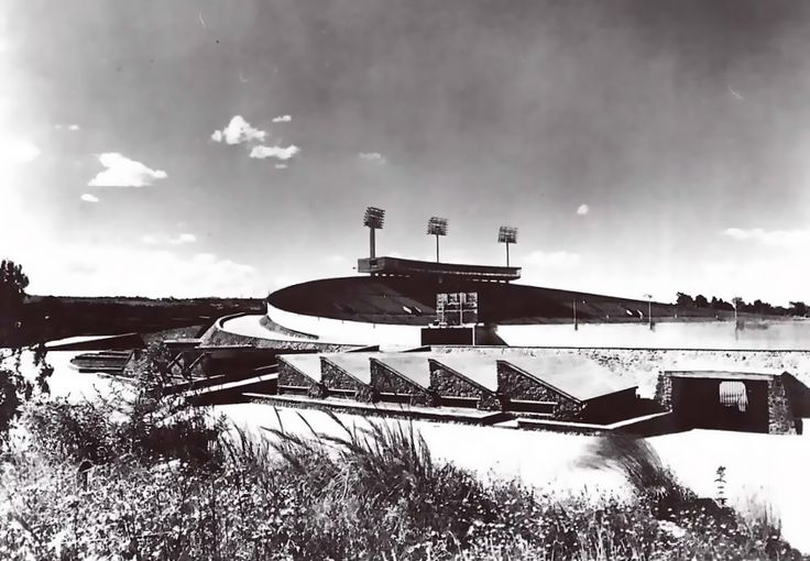Estadio Olímpico Universitario, Ciudad Universitaria, Ciudad de México 1952   Arqs.  Augusto Pérez Palacios, Raúl Salinas y Jorge Bravo -   University Olympic Stadium, Ciudad Universitaria, Mexico, DF 1952