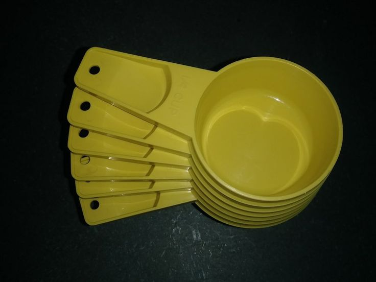 Tupperware Set of 6 Measuring Cups Yellow - VINTAGE! Excellent condition